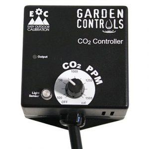 Contrôleur de CO2 pour 2 zones 0-5000 ppm Modes jour/nuit/24 heures pour injection ou ventilation Valeurs de consigne distinctes pour chaque zone