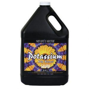 Nectar Potassium de la Nature 0-0-5 Un nutriment organique avec de la potasse soluble pour la production commerciale d'aliments et de fruits. Dérivé du varech sargassum, laminariales varech, hydroxyde de potassium. Utilisez 2 1/2 cuillères à café par