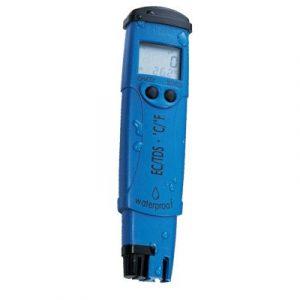 """Le testeur de pH/température HI98118 mesure le pH des solutions nutritives. Ce testeur moderne mesure seulement 0.7"""" d'épaisseur et est très ergonomique, tenant confortablement dans votre main. Le HI98118 possède un large écran à cristaux liquides qui aff"""