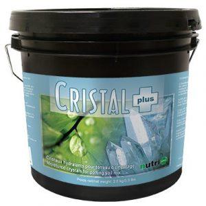 CRISTAL PLUS Cristaux hydratants pour le terreau d'empotage. Cristal plus emmagasine jusqu'à 200 fois son poids en eau, qu'il libère au besoin. Ce produit est non-toxique. Il ne remplace pas un arrosage régulier, mais fournit l'humidité néces