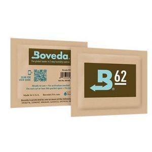 Boveda est le seul produit sur le marché qui ajoute ou enlève l'humidité selon les besoins, afin de maintenir un degré précis d'humidité relative dans un contenant. Impossible d'utiliser trop de Boveda. En employant plus de sachets que le minimum deman