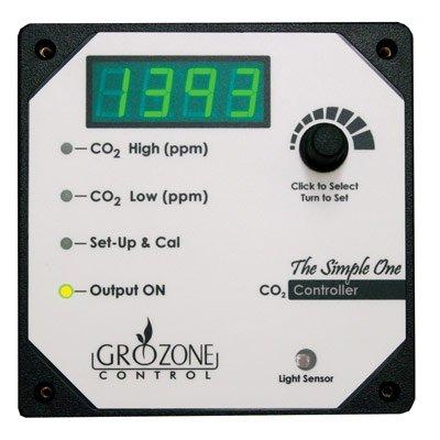 Consigne CO2 de 500 à 1500 ppm Opération de jour seulement Étalonnage facile à l'extérieur Indicateur de sortie Charge: 120V 5A Max, cordon de 1,5 m (5 pi.)