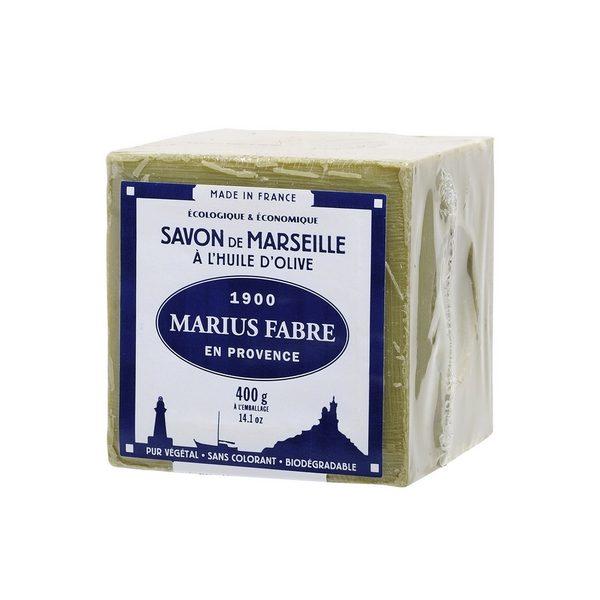Le savon liquide d'Alep Marius Fabre est fabriqué selon la méthode traditionnelle de saponification par cuisson d'huiles végétales nobles, telles que l'huile d'olive, pour sa richesse en agents hydratants, et l'huile de baies de laurier pour ses vertus ap