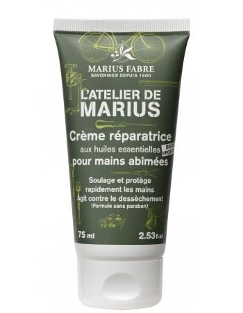 Depuis 1900 et quatre générations familiales, à Salon-de-Provence, Marius Fabre perpétue la fabrication traditionnelle du savon de Marseille, cuit en chaudron. A base d'huiles végétales, sans colorant, sans parfum et sans produit de synthèse, notre cube